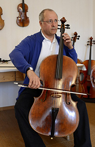 Antonio Meneses jouant son cello F. Girardin 2011_Jp
